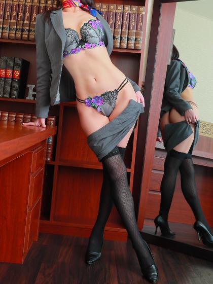 香秘書♡すらりとしたスレンダースタイルは、これからどれほどの社長様を虜にするのか期待が膨らみます…