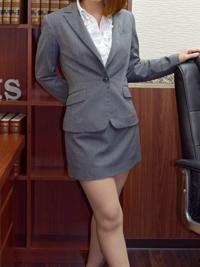 カレン 秘書
