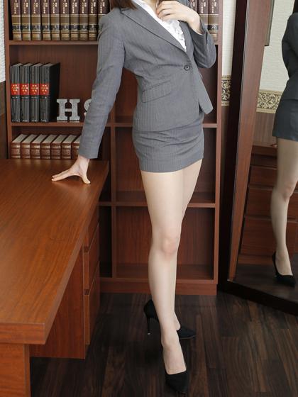 みあ秘書♡穏やかな微笑をたたえて社長様を甘く焦らすように