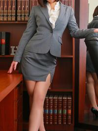 モモ 秘書