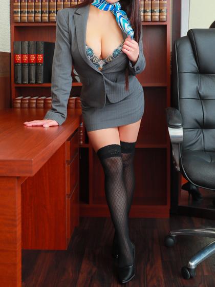 莉音秘書♡抱きしめたくなるような愛らしいフェイス!抱き心地抜群の極上body!極めつけはバストF91!