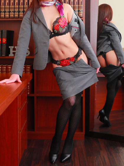 梨里香秘書♡超清楚系むっつり淫乱秘書 見事な美脚が男心をくすぐります!