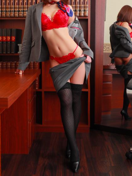 絵莉菜秘書♡妖美を漂わせ、大きく綺麗な瞳で見つめながらゆっくりと迫って来る秘書